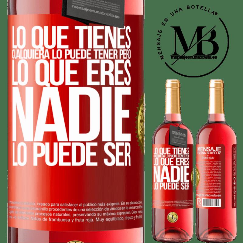24,95 € Envoi gratuit   Vin rosé Édition ROSÉ Ce que vous avez, n'importe qui peut l'avoir, mais ce que vous êtes, personne ne peut l'être Étiquette Rouge. Étiquette personnalisable Vin jeune Récolte 2020 Tempranillo