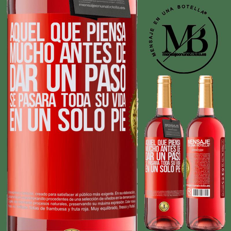 24,95 € Envoi gratuit   Vin rosé Édition ROSÉ Celui qui réfléchit bien avant de faire un pas passera toute sa vie sur un pied Étiquette Rouge. Étiquette personnalisable Vin jeune Récolte 2020 Tempranillo