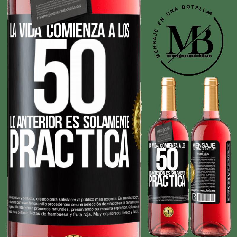 24,95 € Envoi gratuit   Vin rosé Édition ROSÉ La vie commence à 50 ans, ce qui précède n'est que pratique Étiquette Noire. Étiquette personnalisable Vin jeune Récolte 2020 Tempranillo