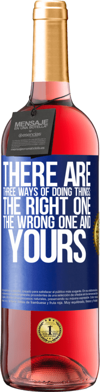 24,95 € | Rosé Wine ROSÉ Edition There are three ways of doing things: the right one, the wrong one and yours Blue Label. Customizable label Young wine Harvest 2020 Tempranillo