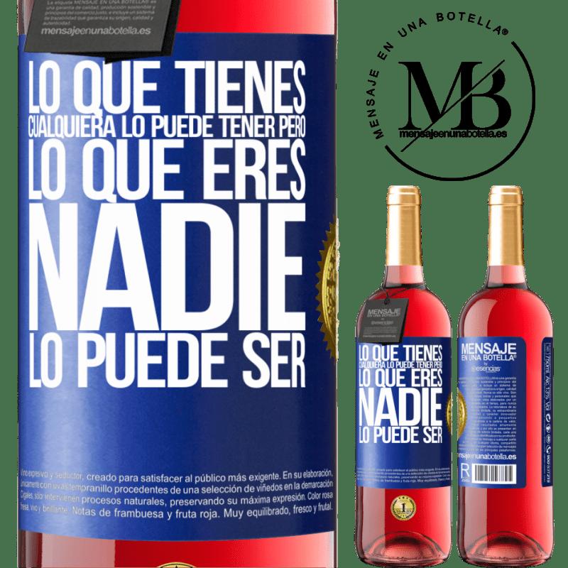 24,95 € Envoi gratuit   Vin rosé Édition ROSÉ Ce que vous avez, n'importe qui peut l'avoir, mais ce que vous êtes, personne ne peut l'être Étiquette Bleue. Étiquette personnalisable Vin jeune Récolte 2020 Tempranillo