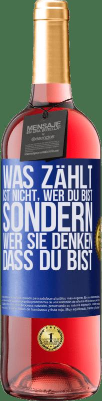 24,95 € Kostenloser Versand | Roséwein ROSÉ Ausgabe Was zählt, ist nicht, wer du bist, sondern wer sie denken, dass du bist Blaue Markierung. Anpassbares Etikett Junger Wein Ernte 2020 Tempranillo