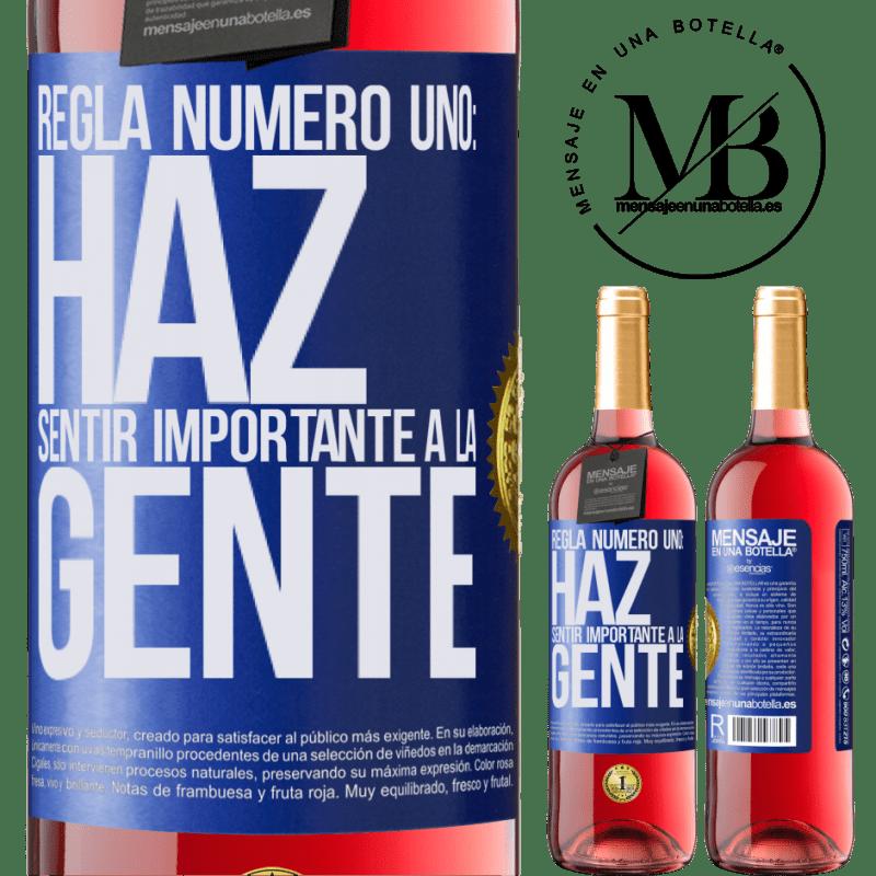 24,95 € Envoi gratuit | Vin rosé Édition ROSÉ Règle numéro un: faire en sorte que les gens se sentent importants Étiquette Bleue. Étiquette personnalisable Vin jeune Récolte 2020 Tempranillo