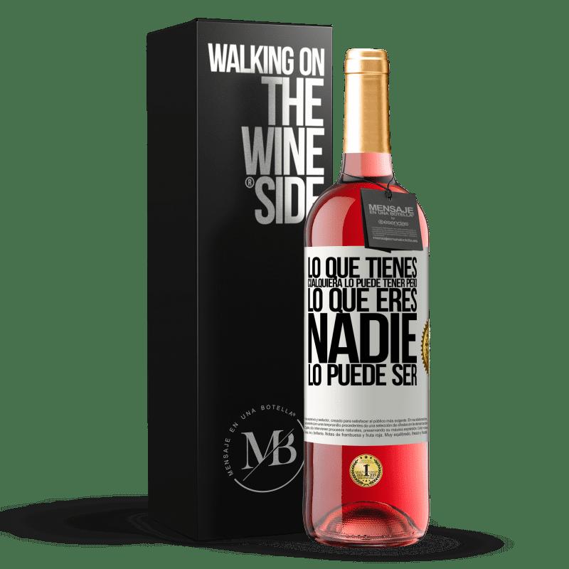 24,95 € Envoi gratuit   Vin rosé Édition ROSÉ Ce que vous avez, n'importe qui peut l'avoir, mais ce que vous êtes, personne ne peut l'être Étiquette Blanche. Étiquette personnalisable Vin jeune Récolte 2020 Tempranillo