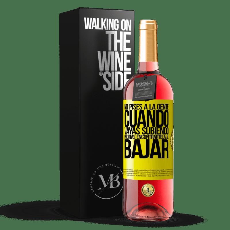 24,95 € Envoi gratuit   Vin rosé Édition ROSÉ Ne marchez pas sur les gens quand vous montez, vous pourriez le trouver quand vous descendez Étiquette Jaune. Étiquette personnalisable Vin jeune Récolte 2020 Tempranillo