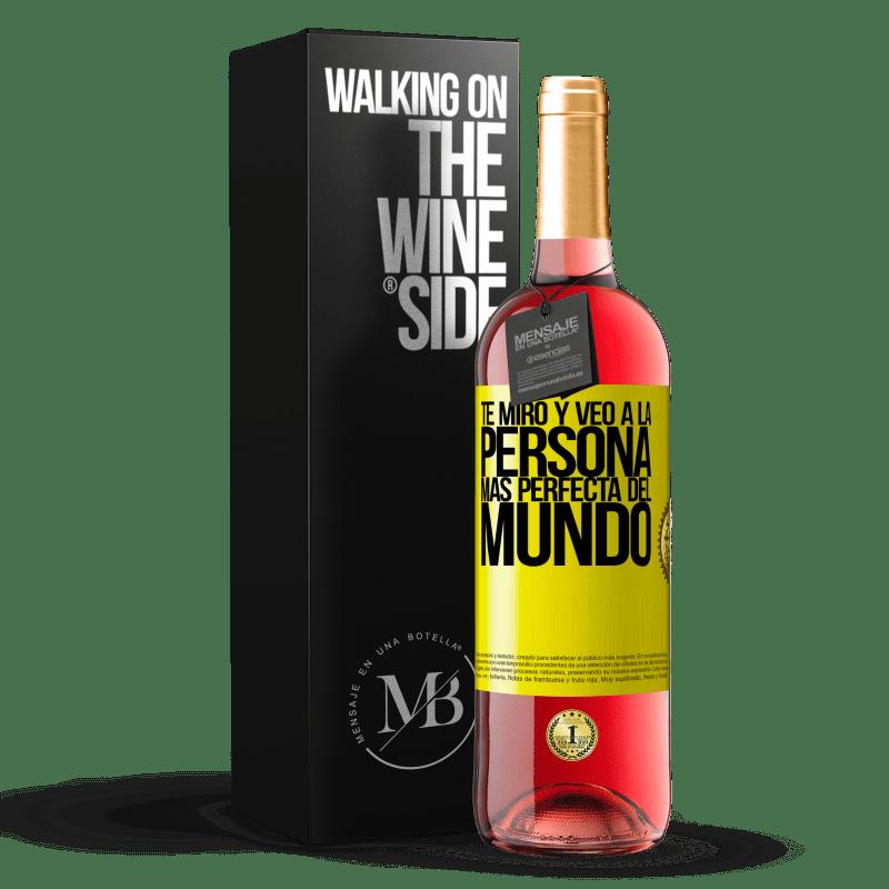 24,95 € Envoi gratuit   Vin rosé Édition ROSÉ Je te regarde et vois la personne la plus parfaite du monde Étiquette Jaune. Étiquette personnalisable Vin jeune Récolte 2020 Tempranillo