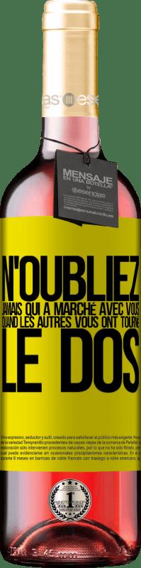 24,95 € Envoi gratuit | Vin rosé Édition ROSÉ N'oubliez jamais qui a marché avec vous quand les autres vous ont tourné le dos Étiquette Jaune. Étiquette personnalisable Vin jeune Récolte 2020 Tempranillo