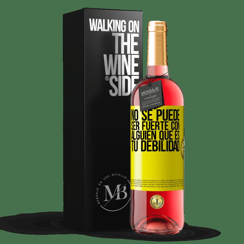 24,95 € Envoi gratuit | Vin rosé Édition ROSÉ Vous ne pouvez pas être fort avec quelqu'un qui est votre faiblesse Étiquette Jaune. Étiquette personnalisable Vin jeune Récolte 2020 Tempranillo