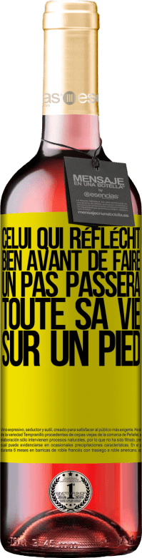 24,95 € Envoi gratuit   Vin rosé Édition ROSÉ Celui qui réfléchit bien avant de faire un pas passera toute sa vie sur un pied Étiquette Jaune. Étiquette personnalisable Vin jeune Récolte 2020 Tempranillo