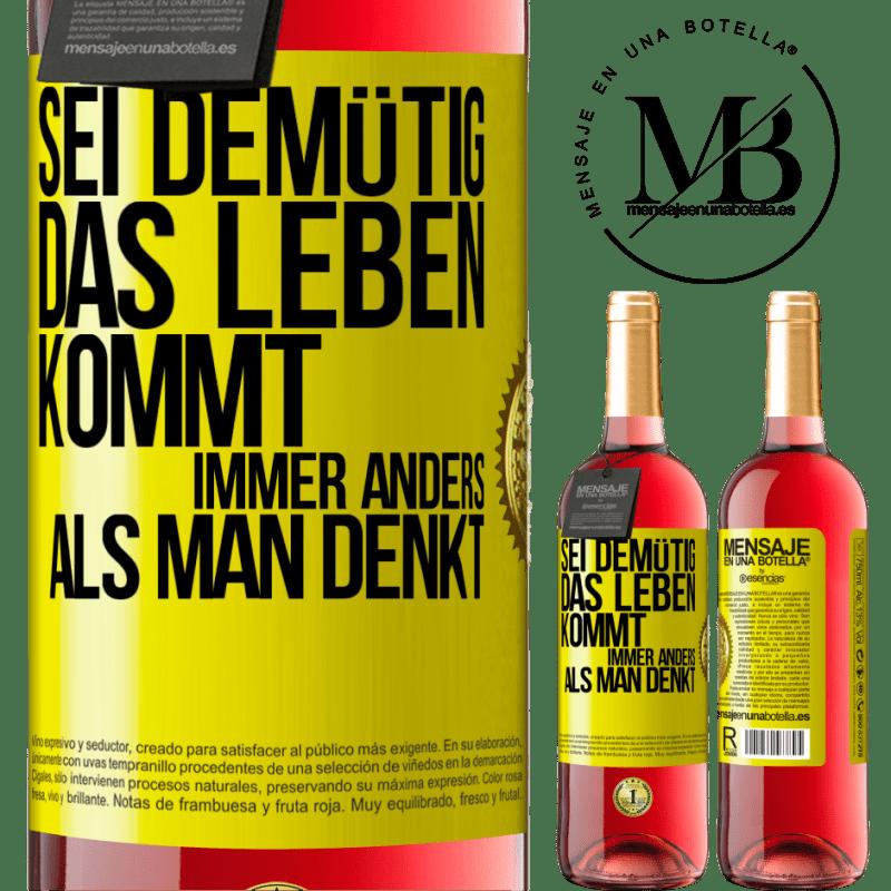 24,95 € Kostenloser Versand | Roséwein ROSÉ Ausgabe Demut, das Leben geht viel herum Gelbes Etikett. Anpassbares Etikett Junger Wein Ernte 2020 Tempranillo