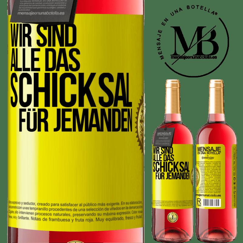 24,95 € Kostenloser Versand | Roséwein ROSÉ Ausgabe Wir sind alle das Schicksal eines Menschen Gelbes Etikett. Anpassbares Etikett Junger Wein Ernte 2020 Tempranillo