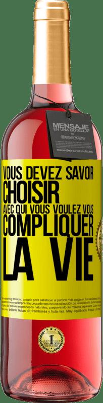 24,95 € Envoi gratuit   Vin rosé Édition ROSÉ Vous devez savoir choisir qui complique votre vie Étiquette Jaune. Étiquette personnalisable Vin jeune Récolte 2020 Tempranillo