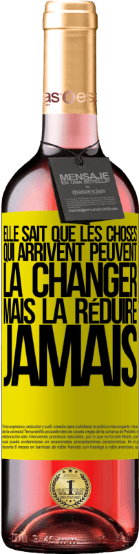 24,95 € Envoi gratuit   Vin rosé Édition ROSÉ Elle sait que les choses qui arrivent peuvent la changer, mais la réduire, jamais Étiquette Jaune. Étiquette personnalisable Vin jeune Récolte 2020 Tempranillo