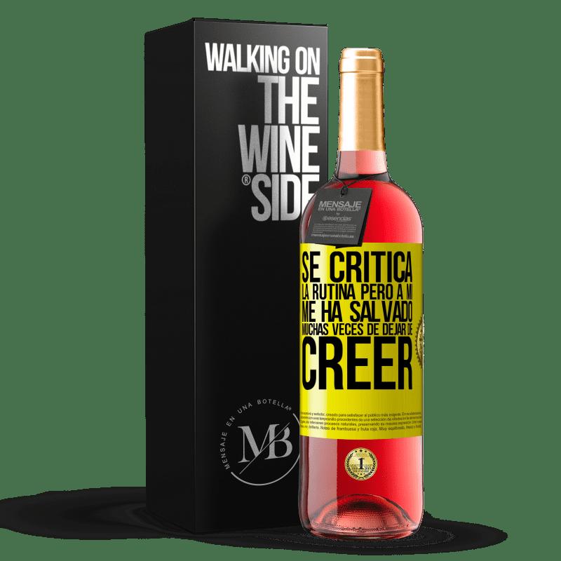 24,95 € Envoi gratuit | Vin rosé Édition ROSÉ La routine est critiquée, mais elle m'a sauvé plusieurs fois d'arrêter de croire Étiquette Jaune. Étiquette personnalisable Vin jeune Récolte 2020 Tempranillo