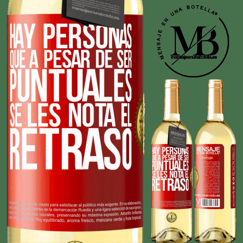 24,95 € Envío gratis | Vino Blanco Edición WHITE Hay personas que, a pesar de ser puntuales, se les nota el retraso Etiqueta Roja. Etiqueta personalizable Vino joven Cosecha 2020 Verdejo