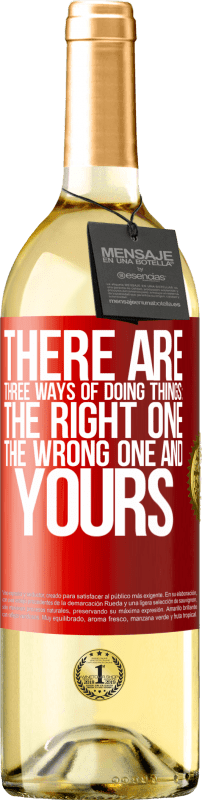 24,95 € | White Wine WHITE Edition There are three ways of doing things: the right one, the wrong one and yours Red Label. Customizable label Young wine Harvest 2020 Verdejo