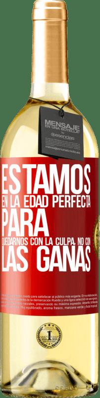 24,95 € Envío gratis | Vino Blanco Edición WHITE Estamos en la edad perfecta para quedarnos con la culpa, no con las ganas Etiqueta Roja. Etiqueta personalizable Vino joven Cosecha 2020 Verdejo