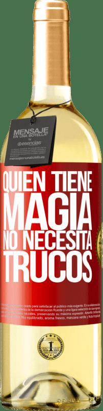 24,95 € Envío gratis | Vino Blanco Edición WHITE Quien tiene magia no necesita trucos Etiqueta Roja. Etiqueta personalizable Vino joven Cosecha 2020 Verdejo