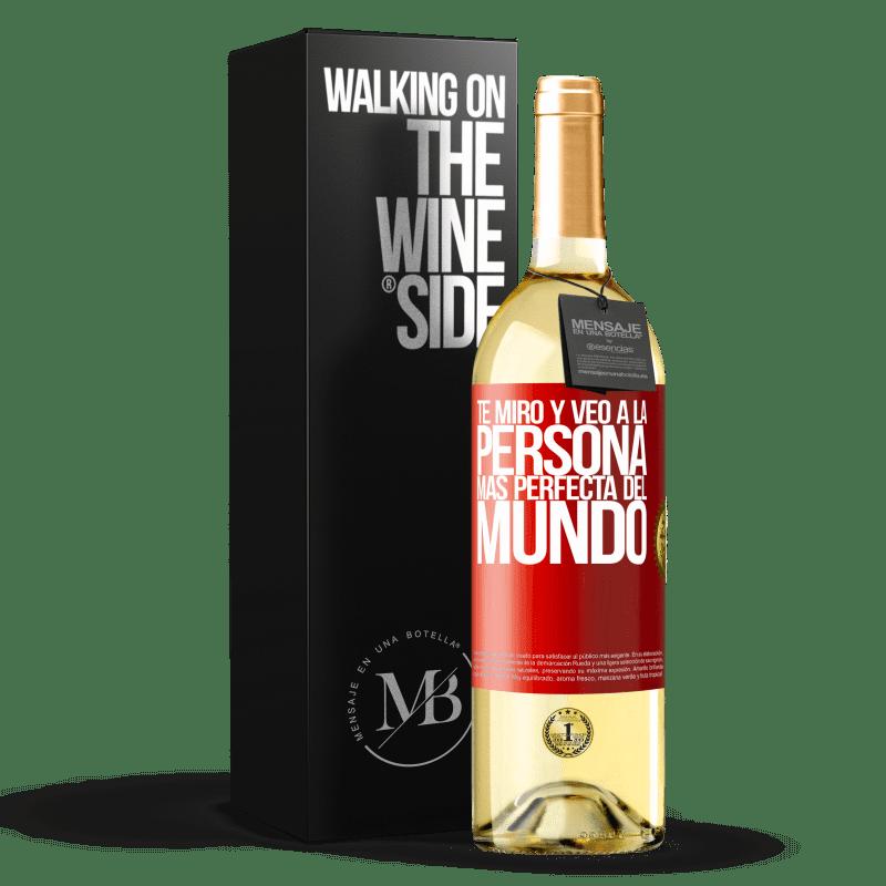 24,95 € Envío gratis | Vino Blanco Edición WHITE Te miro y veo a la persona más perfecta del mundo Etiqueta Roja. Etiqueta personalizable Vino joven Cosecha 2020 Verdejo