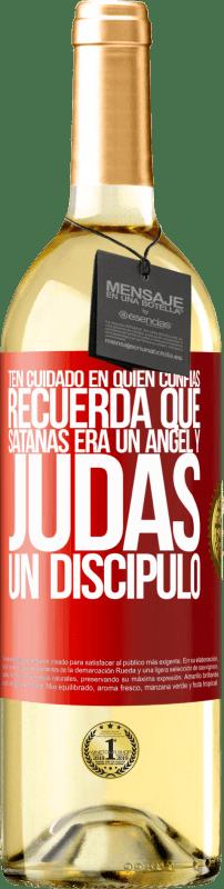 24,95 € Envío gratis   Vino Blanco Edición WHITE Ten cuidado en quién confías. Recuerda que Satanás era un ángel y Judas un discípulo Etiqueta Roja. Etiqueta personalizable Vino joven Cosecha 2020 Verdejo
