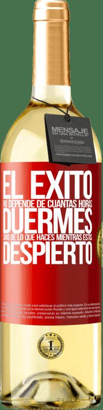 24,95 € Envío gratis | Vino Blanco Edición WHITE El éxito no depende de cuantas horas duermes, sino de lo que haces mientras estás despierto Etiqueta Roja. Etiqueta personalizable Vino joven Cosecha 2020 Verdejo
