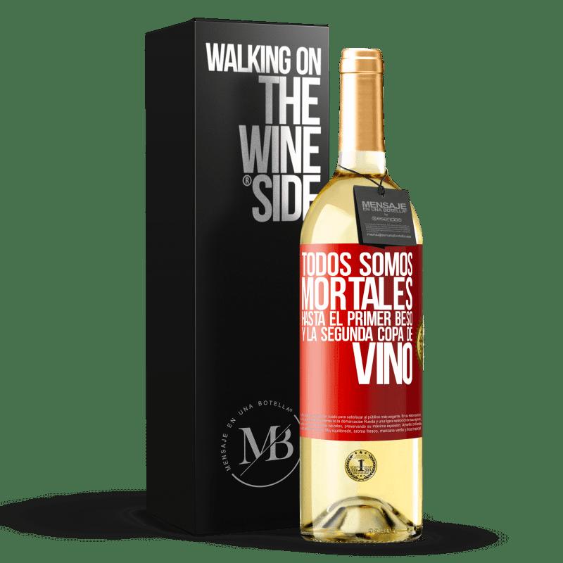 24,95 € Envoi gratuit | Vin blanc Édition WHITE Nous sommes tous mortels jusqu'au premier baiser et au deuxième verre de vin Étiquette Rouge. Étiquette personnalisable Vin jeune Récolte 2020 Verdejo