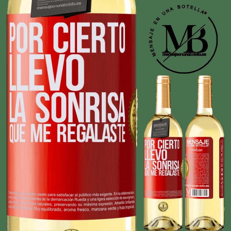 24,95 € Envío gratis | Vino Blanco Edición WHITE Por cierto, llevo la sonrisa que me regalaste Etiqueta Roja. Etiqueta personalizable Vino joven Cosecha 2020 Verdejo