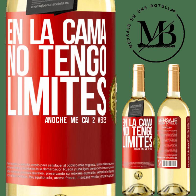 24,95 € Envío gratis | Vino Blanco Edición WHITE En la cama no tengo límites. Anoche me caí 2 veces Etiqueta Roja. Etiqueta personalizable Vino joven Cosecha 2020 Verdejo