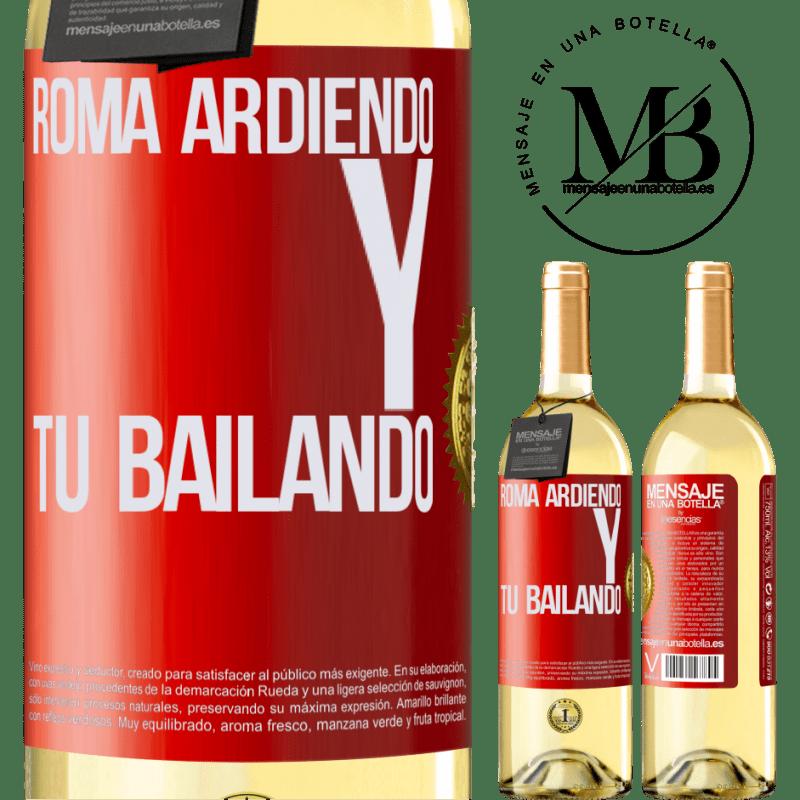 24,95 € Envío gratis | Vino Blanco Edición WHITE Roma ardiendo y tú bailando Etiqueta Roja. Etiqueta personalizable Vino joven Cosecha 2020 Verdejo