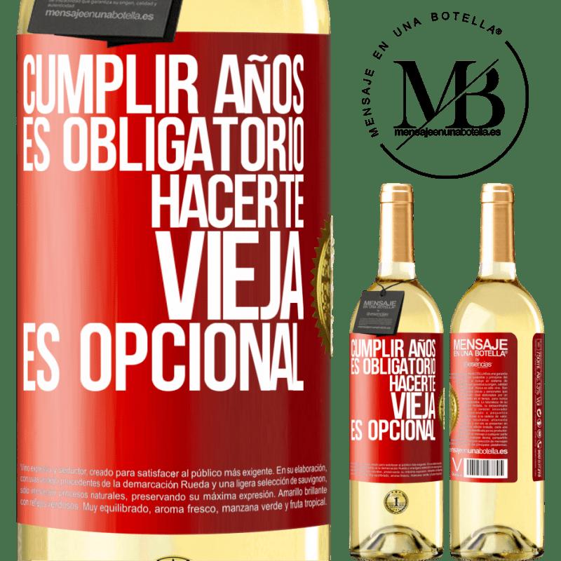 24,95 € Envío gratis   Vino Blanco Edición WHITE Cumplir años es obligatorio, hacerte vieja es opcional Etiqueta Roja. Etiqueta personalizable Vino joven Cosecha 2020 Verdejo