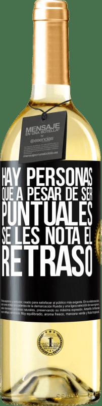 24,95 € Envío gratis | Vino Blanco Edición WHITE Hay personas que, a pesar de ser puntuales, se les nota el retraso Etiqueta Negra. Etiqueta personalizable Vino joven Cosecha 2020 Verdejo
