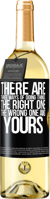 24,95 € | White Wine WHITE Edition There are three ways of doing things: the right one, the wrong one and yours Black Label. Customizable label Young wine Harvest 2020 Verdejo