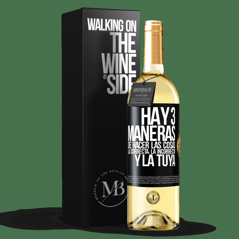 24,95 € Envío gratis | Vino Blanco Edición WHITE Hay tres maneras de hacer las cosas: la correcta, la incorrecta y la tuya Etiqueta Negra. Etiqueta personalizable Vino joven Cosecha 2020 Verdejo