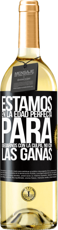 24,95 € Envío gratis | Vino Blanco Edición WHITE Estamos en la edad perfecta para quedarnos con la culpa, no con las ganas Etiqueta Negra. Etiqueta personalizable Vino joven Cosecha 2020 Verdejo