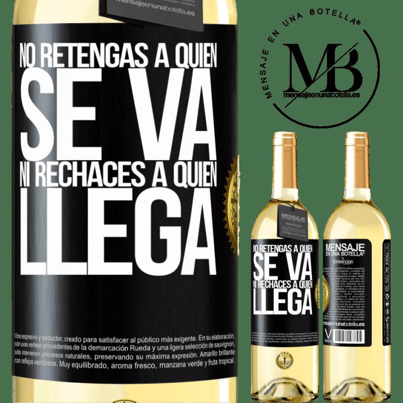 24,95 € Envío gratis | Vino Blanco Edición WHITE No retengas a quien se va, ni rechaces a quien llega Etiqueta Negra. Etiqueta personalizable Vino joven Cosecha 2020 Verdejo