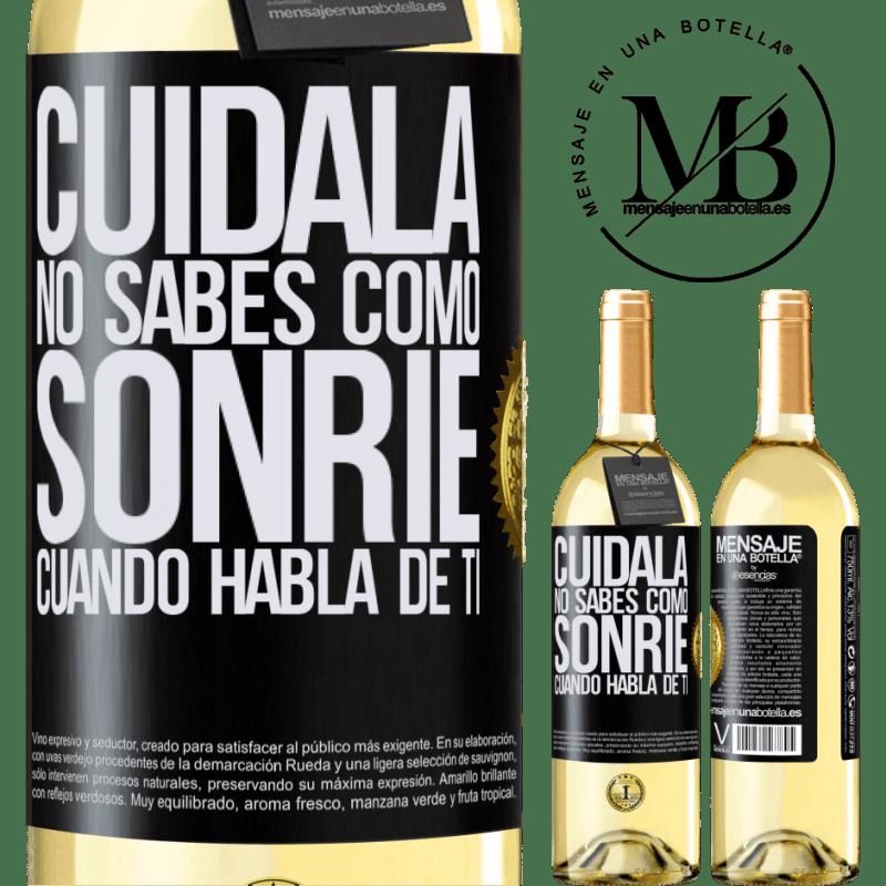 24,95 € Envoi gratuit | Vin blanc Édition WHITE Prends soin d'elle. Tu ne sais pas comment il sourit quand il parle de toi Étiquette Noire. Étiquette personnalisable Vin jeune Récolte 2020 Verdejo