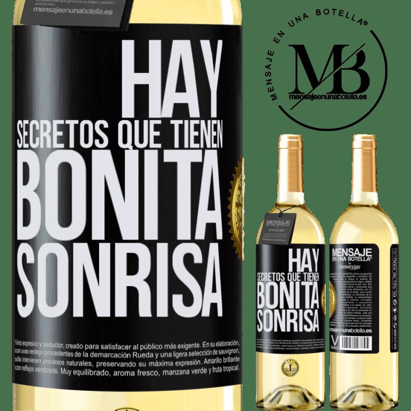24,95 € Envío gratis | Vino Blanco Edición WHITE Hay secretos que tienen bonita sonrisa Etiqueta Negra. Etiqueta personalizable Vino joven Cosecha 2020 Verdejo