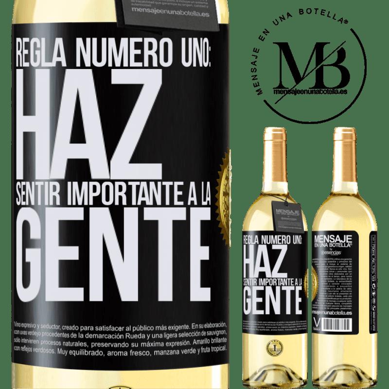 24,95 € Envío gratis | Vino Blanco Edición WHITE Regla número uno: haz sentir importante a la gente Etiqueta Negra. Etiqueta personalizable Vino joven Cosecha 2020 Verdejo