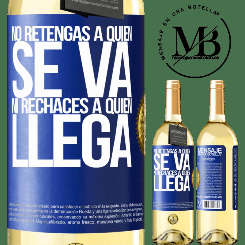 24,95 € Envío gratis | Vino Blanco Edición WHITE No retengas a quien se va, ni rechaces a quien llega Etiqueta Azul. Etiqueta personalizable Vino joven Cosecha 2020 Verdejo