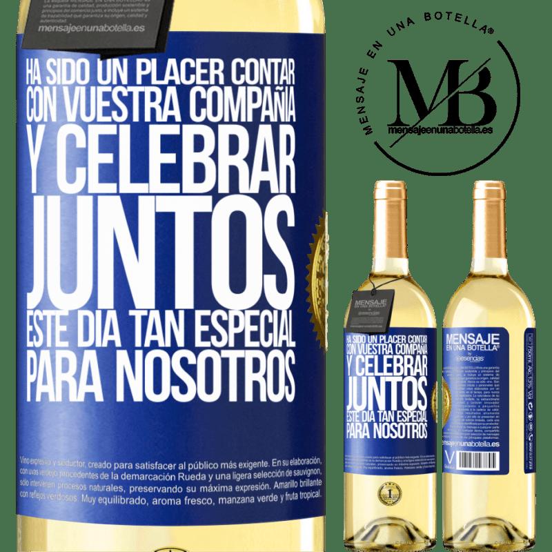 24,95 € Envío gratis | Vino Blanco Edición WHITE Ha sido un placer contar con vuestra compañía y celebrar juntos este día tan especial para nosotros Etiqueta Azul. Etiqueta personalizable Vino joven Cosecha 2020 Verdejo