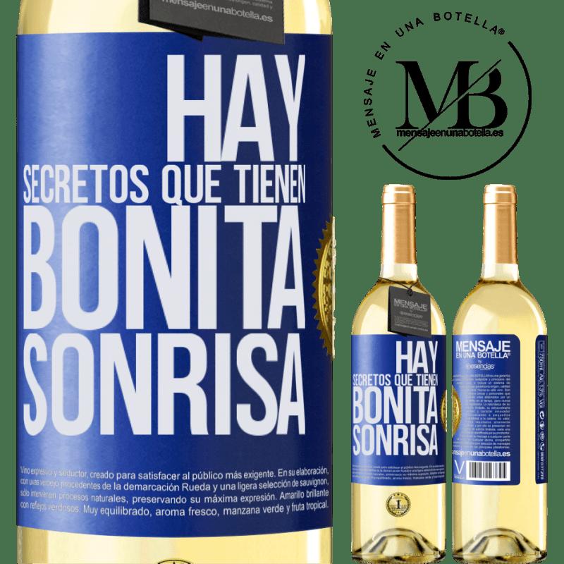 24,95 € Envío gratis | Vino Blanco Edición WHITE Hay secretos que tienen bonita sonrisa Etiqueta Azul. Etiqueta personalizable Vino joven Cosecha 2020 Verdejo