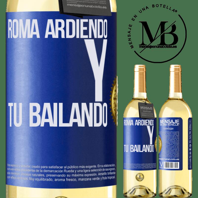 24,95 € Envío gratis | Vino Blanco Edición WHITE Roma ardiendo y tú bailando Etiqueta Azul. Etiqueta personalizable Vino joven Cosecha 2020 Verdejo