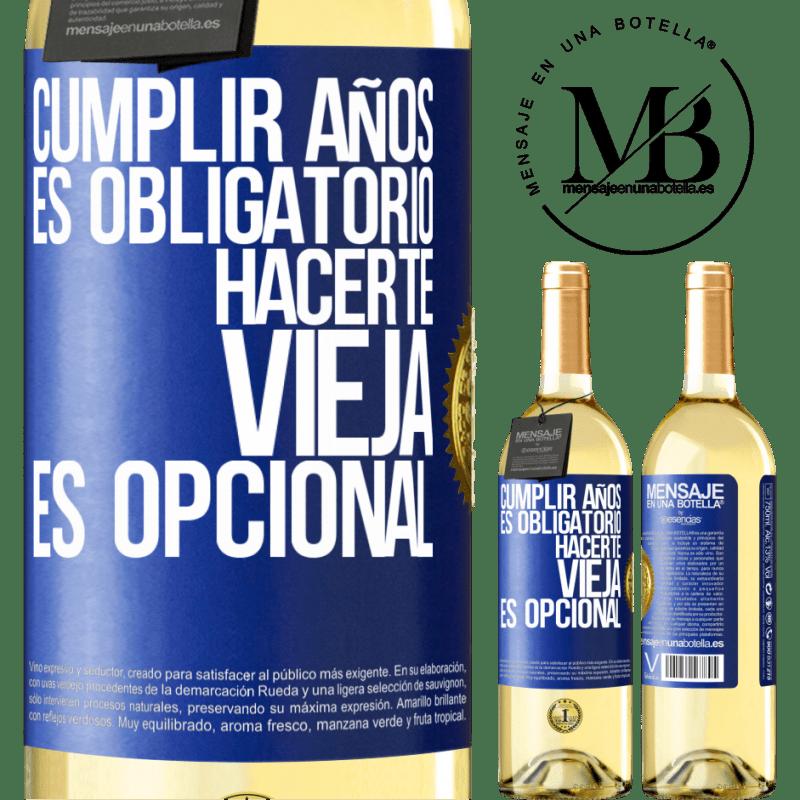 24,95 € Envío gratis   Vino Blanco Edición WHITE Cumplir años es obligatorio, hacerte vieja es opcional Etiqueta Azul. Etiqueta personalizable Vino joven Cosecha 2020 Verdejo