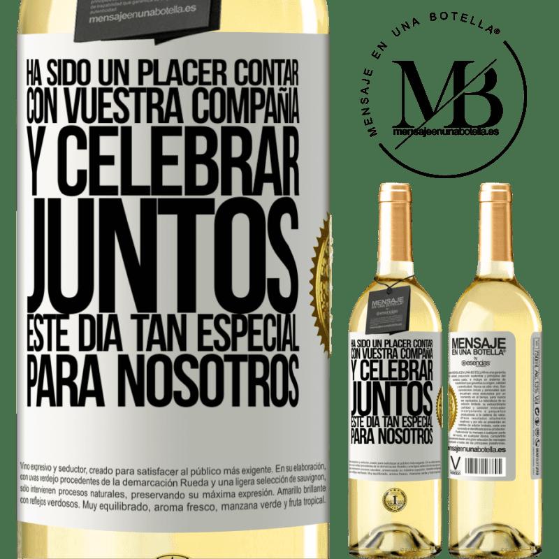 24,95 € Envío gratis | Vino Blanco Edición WHITE Ha sido un placer contar con vuestra compañía y celebrar juntos este día tan especial para nosotros Etiqueta Blanca. Etiqueta personalizable Vino joven Cosecha 2020 Verdejo