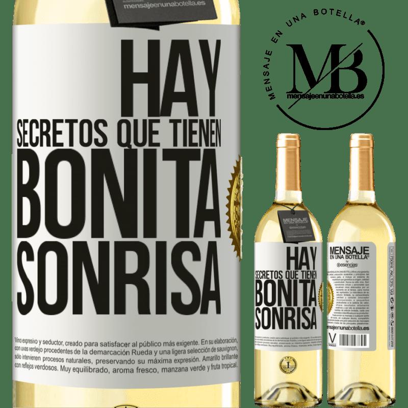 24,95 € Envío gratis | Vino Blanco Edición WHITE Hay secretos que tienen bonita sonrisa Etiqueta Blanca. Etiqueta personalizable Vino joven Cosecha 2020 Verdejo