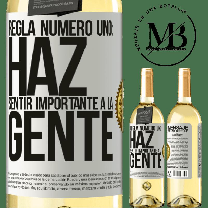 24,95 € Envío gratis | Vino Blanco Edición WHITE Regla número uno: haz sentir importante a la gente Etiqueta Blanca. Etiqueta personalizable Vino joven Cosecha 2020 Verdejo