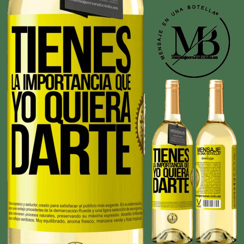 24,95 € Envío gratis | Vino Blanco Edición WHITE Tienes la importancia que yo quiera darte Etiqueta Amarilla. Etiqueta personalizable Vino joven Cosecha 2020 Verdejo