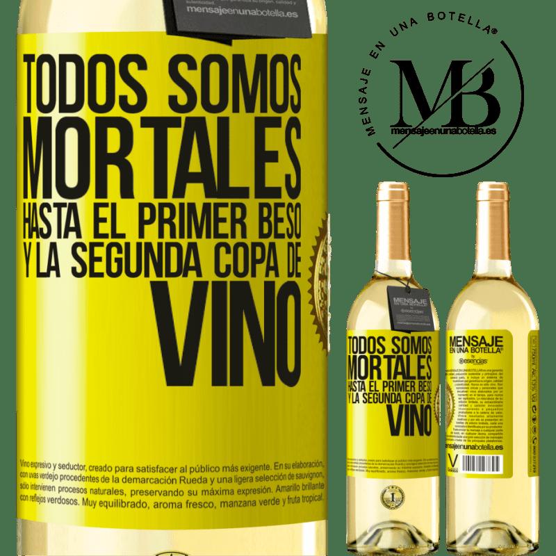 24,95 € Envoi gratuit | Vin blanc Édition WHITE Nous sommes tous mortels jusqu'au premier baiser et au deuxième verre de vin Étiquette Jaune. Étiquette personnalisable Vin jeune Récolte 2020 Verdejo