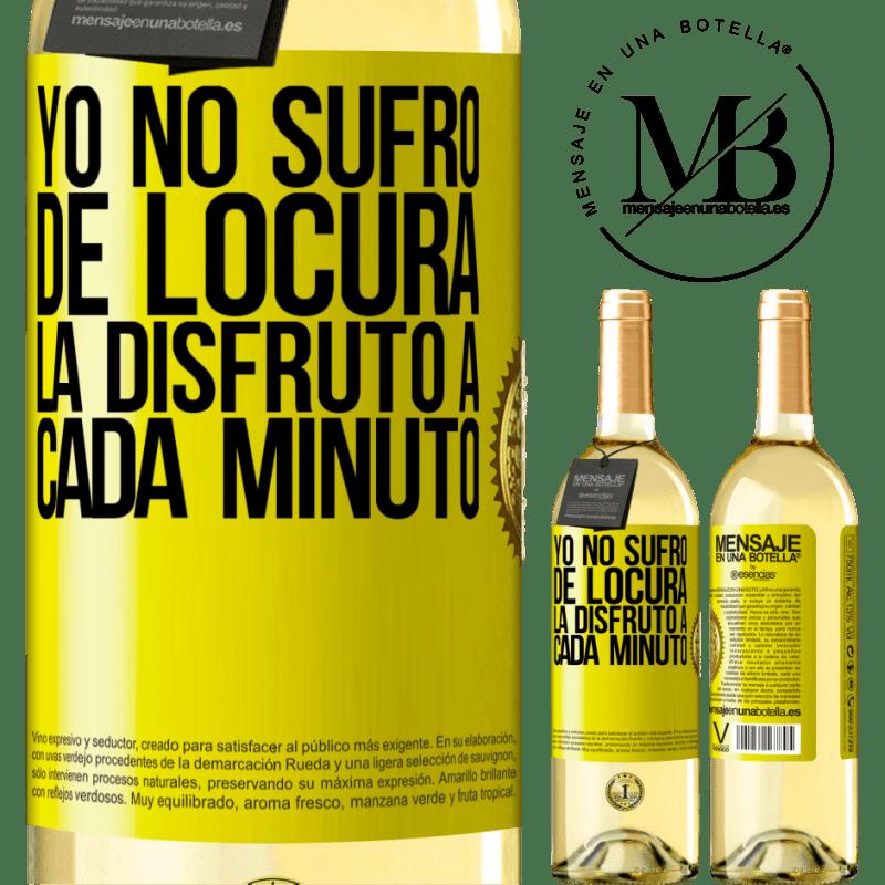 24,95 € Envío gratis | Vino Blanco Edición WHITE Yo no sufro de locura... la disfruto a cada minuto Etiqueta Amarilla. Etiqueta personalizable Vino joven Cosecha 2020 Verdejo