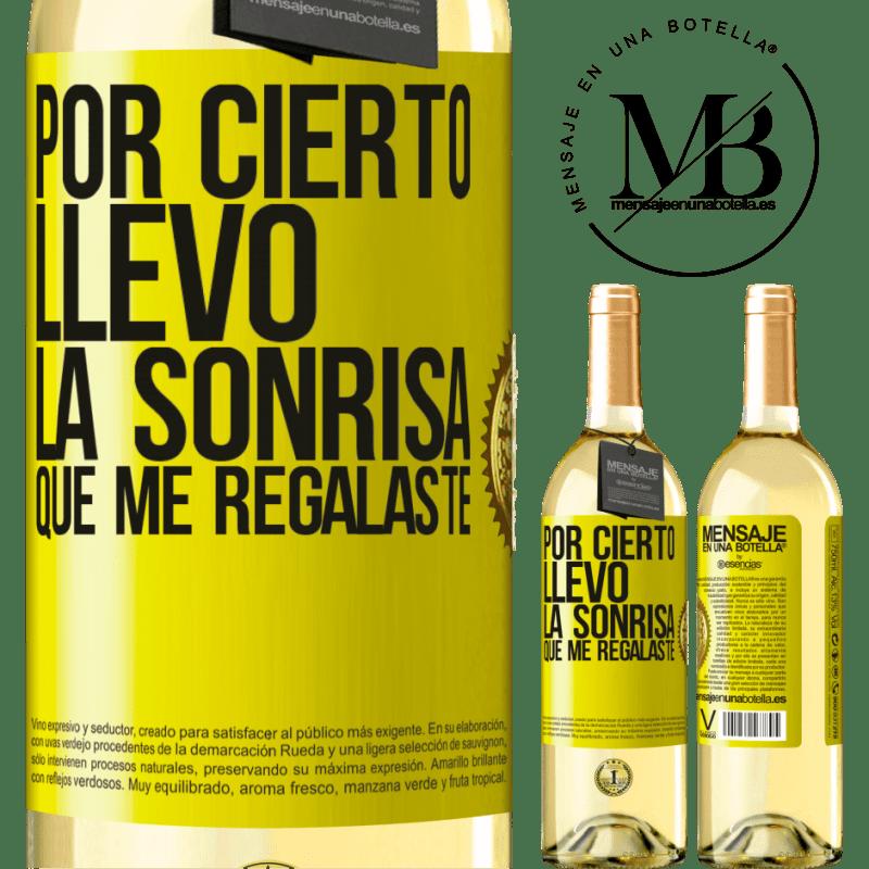 24,95 € Envío gratis | Vino Blanco Edición WHITE Por cierto, llevo la sonrisa que me regalaste Etiqueta Amarilla. Etiqueta personalizable Vino joven Cosecha 2020 Verdejo
